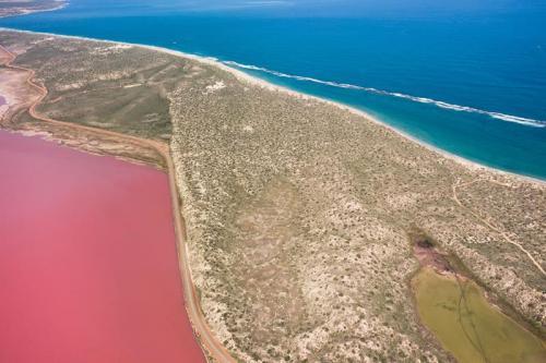 Hutt Lagoon, near Port Gregory<br>Credit: Tourism Western Australia