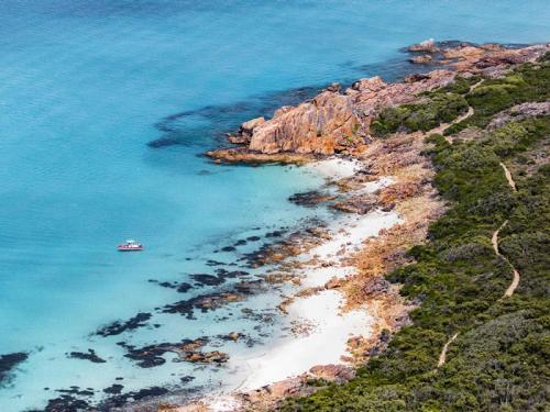 Castle Rock, near Dunsborough<br>Credit: Tourism Western Australia & credit @saltywings