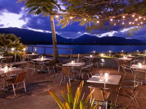 Hilton, Cairns: Outside Dining