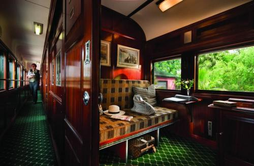 Pullman Suite - Day Service