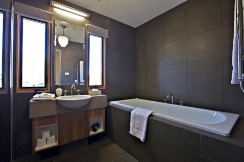 Snowy Wilderness Lodge Bathroom
