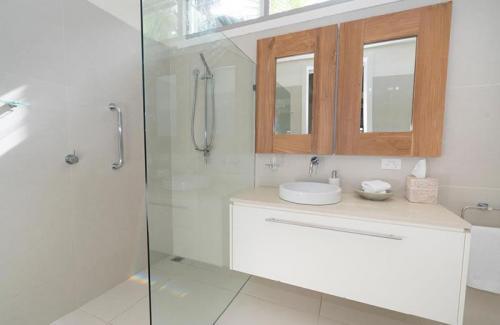 kentia suite bathroom