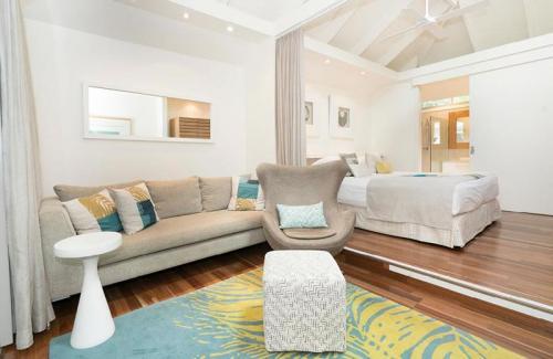 kentia suite lounge bed