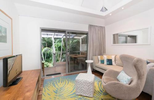 kentia suite lounge deck